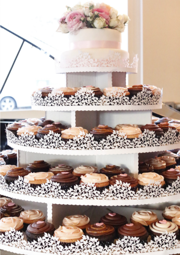 dots-cucpakes-pasadena-cupcake-tower-wedding